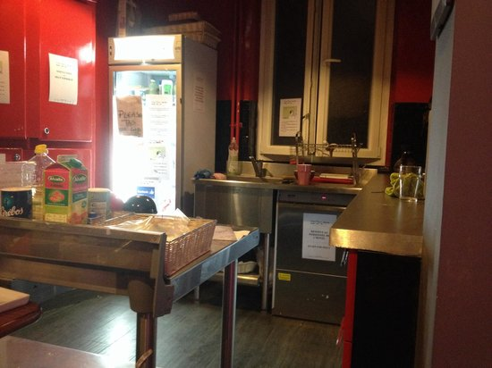 Smart Place Paris: Tiny kitchen with almost no cutlery, pots and pans, bowls, cups, plates, or space