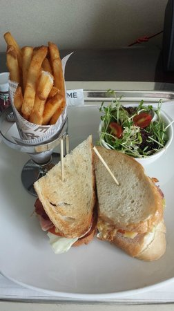 Cordis, Hong Kong at Langham Place: Afternoon snack - Langham Place Club Sandwich