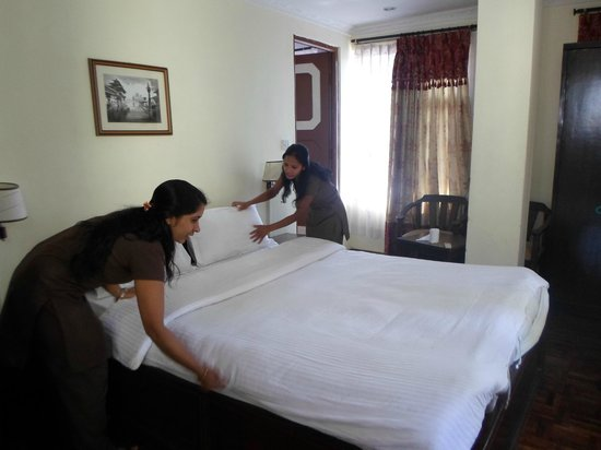 Hotel Encounter Nepal: house keeping sister are cleaning room