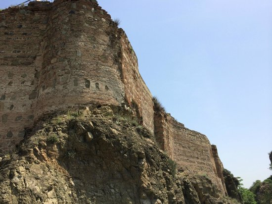 Narikala Fortress: фрагмент крепости