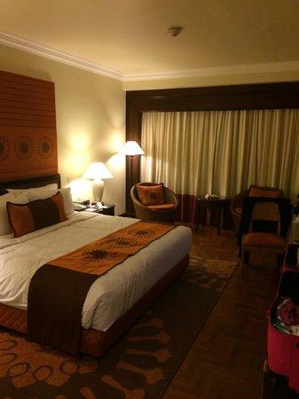 Holiday Inn Resort Penang: Kingbed hillside beach wing