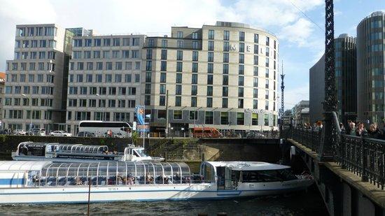 Meliá Berlin : Melia from the River Spree