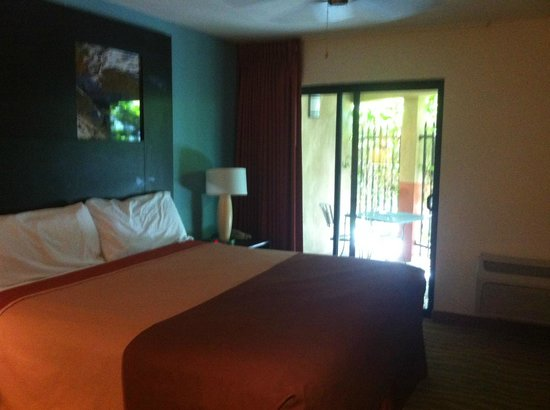 Indio Super 8and Suites: King suite