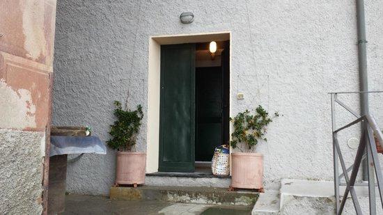Hotel La Camogliese : entrance to apartment