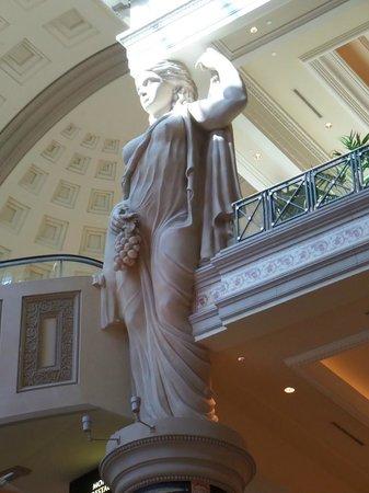 Forum Shops at Caesars Palace: belle scultures