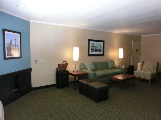 BEST WESTERN PLUS Beach View Lodge: living room