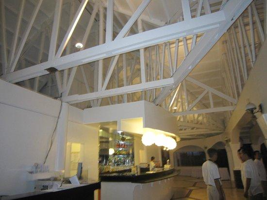 Pacific Cebu Resort : 餐廳從下到上重新油漆完成