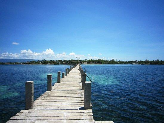 Pacific Cebu Resort : 從突堤末端遙望渡假村