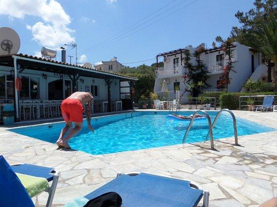 Saradari Apartments : pool