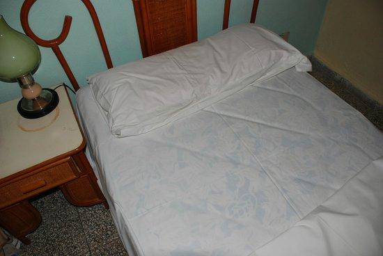Hotel Los Helechos : Bett