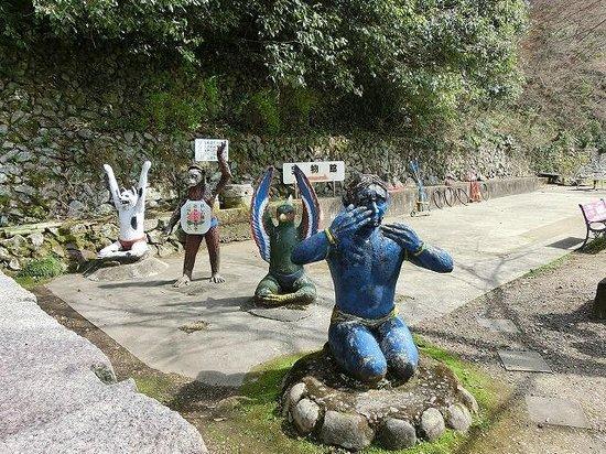 Momotaro Shrine: 鬼たち