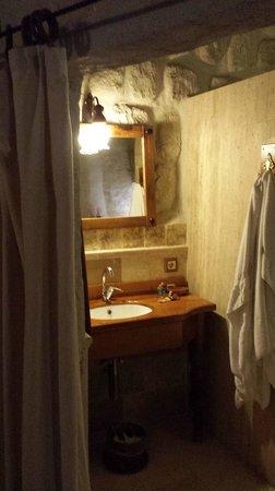 Koza Cave Hotel: Bathroom basin nook