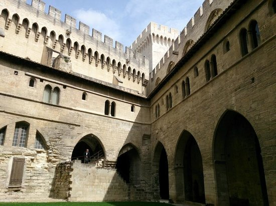 Pope's Palace (Palais des Papes): Внутренний двор