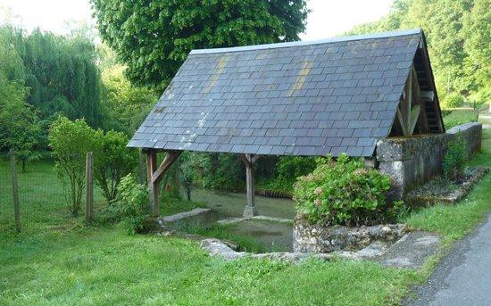 La Source de Bury: le vieux lavoir