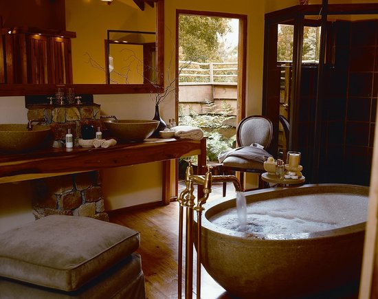 Tsala Treetop Lodge Suite Bathroom