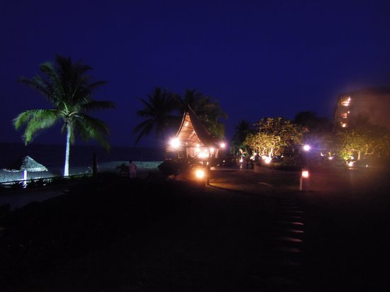 Hyatt Regency Kuantan : Night view of the resort
