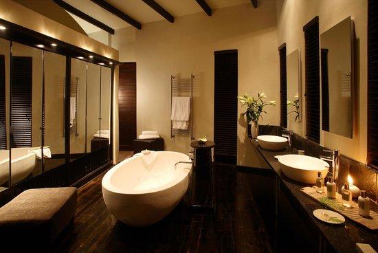 Tsala Treetop Lodge Villa Bathroom