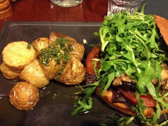 la vache acrobate: Superb burger with foie gras and roast potatoes