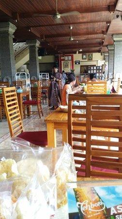 Warung Babi Guling Ibu Oka 3: The restaurant was quiet at 10.30am