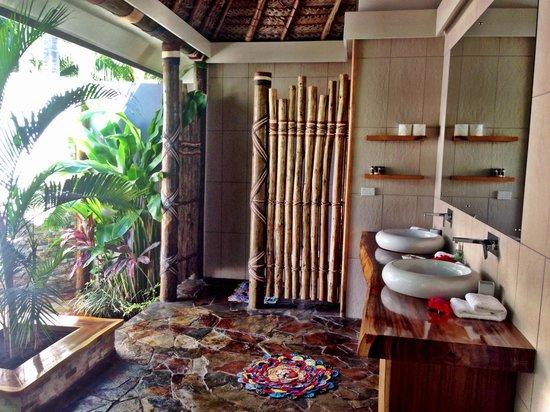 Paradise Cove Resort: Outdoor  Bathroom