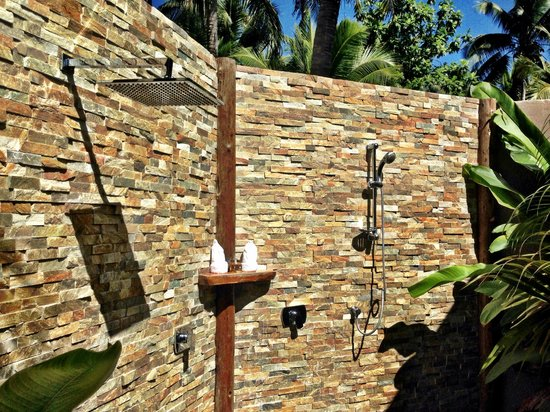 Paradise Cove Resort: Shower under the Sun