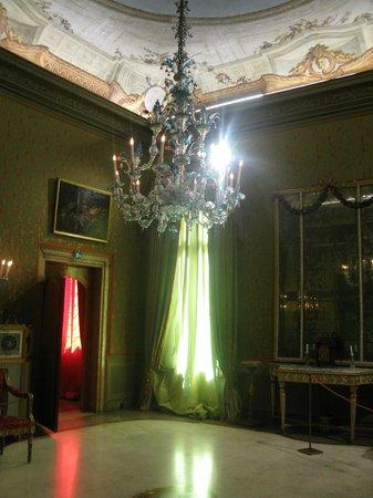 Palazzo Mocenigo: beautiful perfumed green room