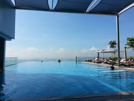 The Westin Singapore: View of the pool is over looking the harbour