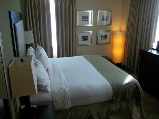 Holiday Inn Metairie New Orleans Airport: Cama
