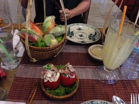 Goc Ha Thanh Restaurant: fresh spring rolls, bacon-stuffed tomatoes and fresh pineapple juice