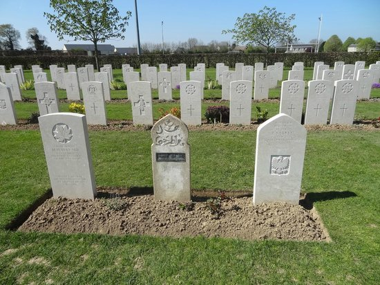 British War Cemetery: Different nationalities - interesting to view