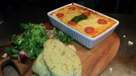 The Churchill Arms: Homemade lasagne