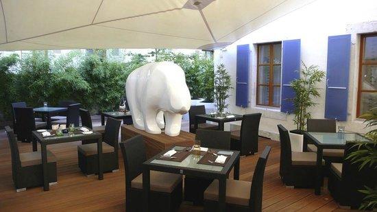 La Cour des Augustins - Boutique Gallery Design Hotel : Terrace