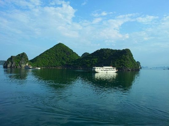 Vietnam Impressive - Private Day Tours: Halong Bay