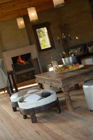 Zinzi Restaurant Deck & Fireplace