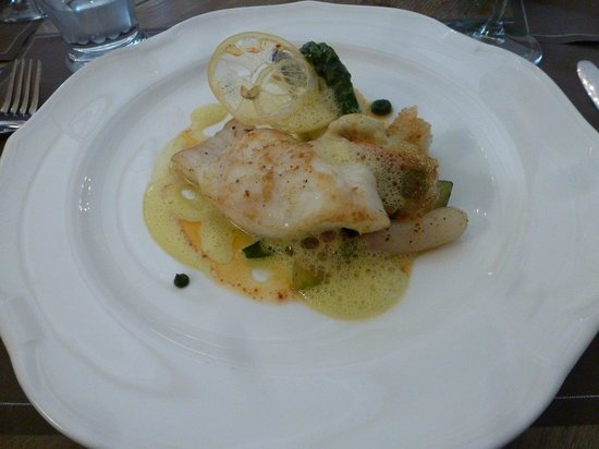 Le Potager du Mas: This Turbot main course was exquisitely prepared and presented