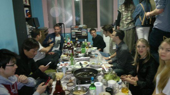 Chingu guesthouse: Barbecue party at the hostel - may, 2014