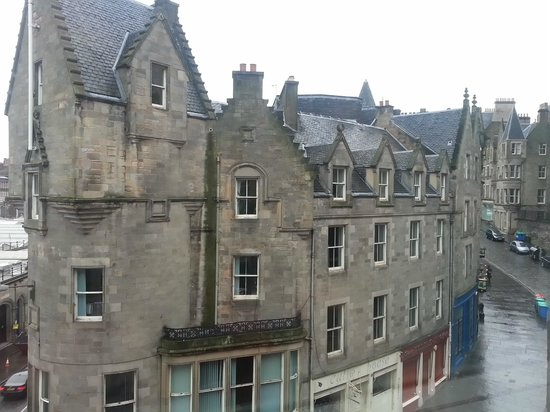 Motel One Edinburgh-Royal: View from the room window over the side street