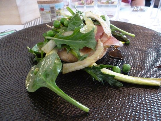 Mas du Capoun : A fresh Spring salad on focaccia with jambon