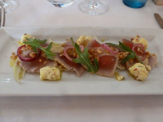 Mas du Capoun : A rare tuna appetizer, zesty and light