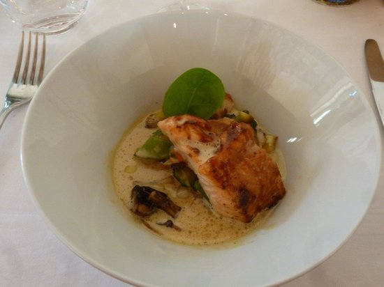 Mas du Capoun : the salmon was done perfectly, the saucing light and flavorful