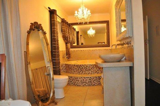 Georgiou Guest House: Bathroom