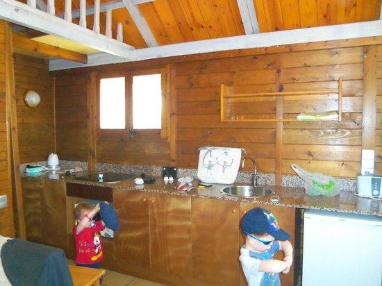 Camping & Resort Sanguli Salou : kitchen
