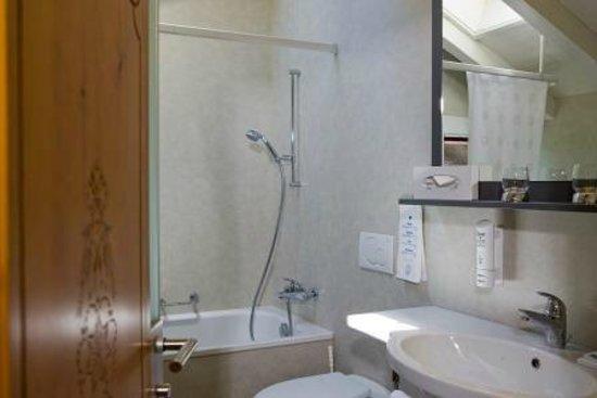 Parkhotel Schoenegg: Badezimmer