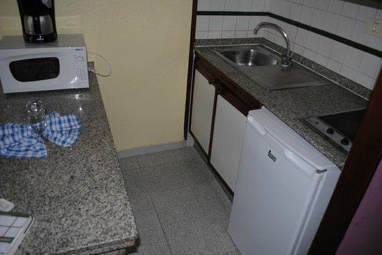 Duna Beach Bungalows: kitchen