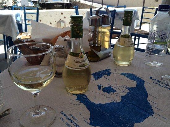 Taverna Katina: Local wine, bread and tzatziki to get started.