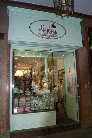 d0cf0df2c8d Fachada tienda - Picture of London Room