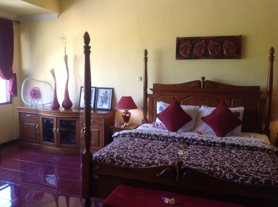 Bali Paradise Hotel Boutique Resort : King size bed