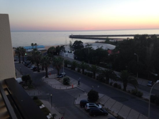 Vila Galé Ampalius : round marina view