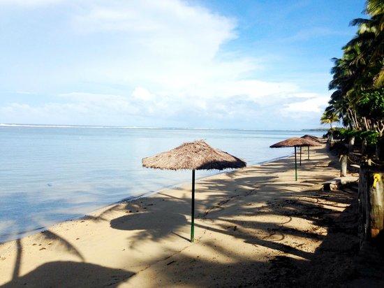 Outrigger Fiji Beach Resort : Beach
