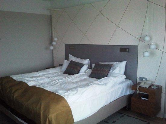 Radisson Blu Sky Hotel: The bed